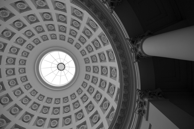 The architecture in the chapel: a work of art by Italian architect Salucci, reminiscent of the Pantheon