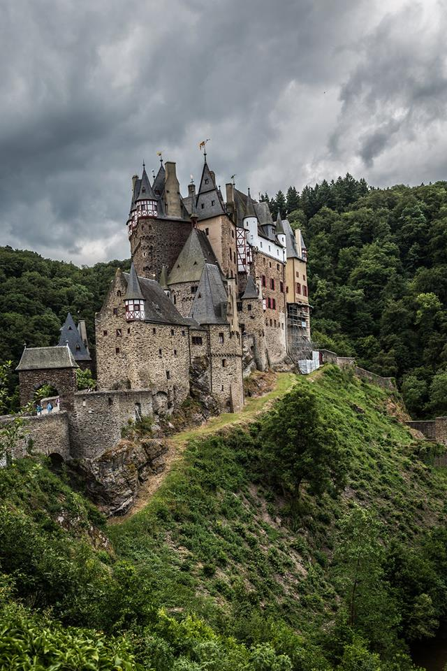 Burg Eltz - Photo credit: Michael Friz