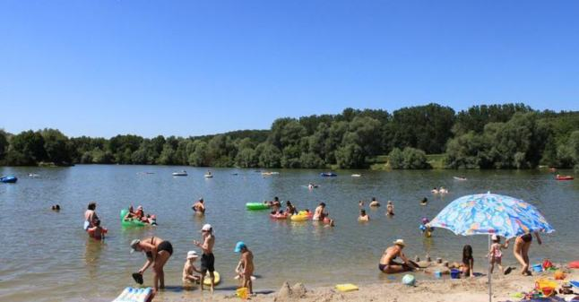 A sandy part of the lake. Photo credit: Freizeit Esslingen
