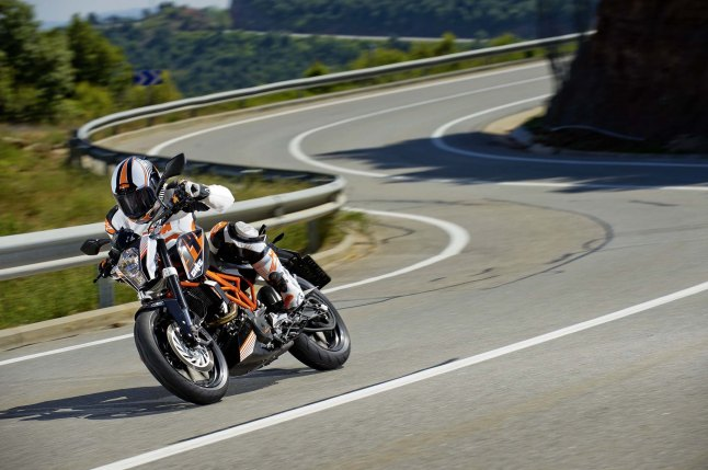 2013-KTM-390-Duke-high-resolution-13